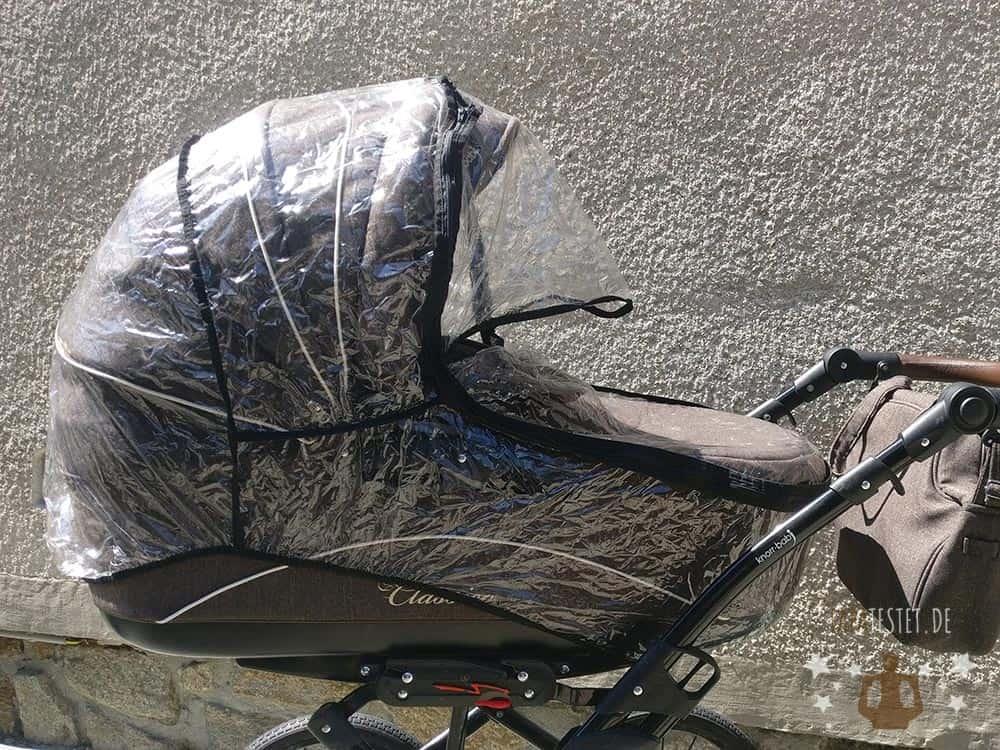 Der Regenschutz für die Babywanne des Kombikinderwagen