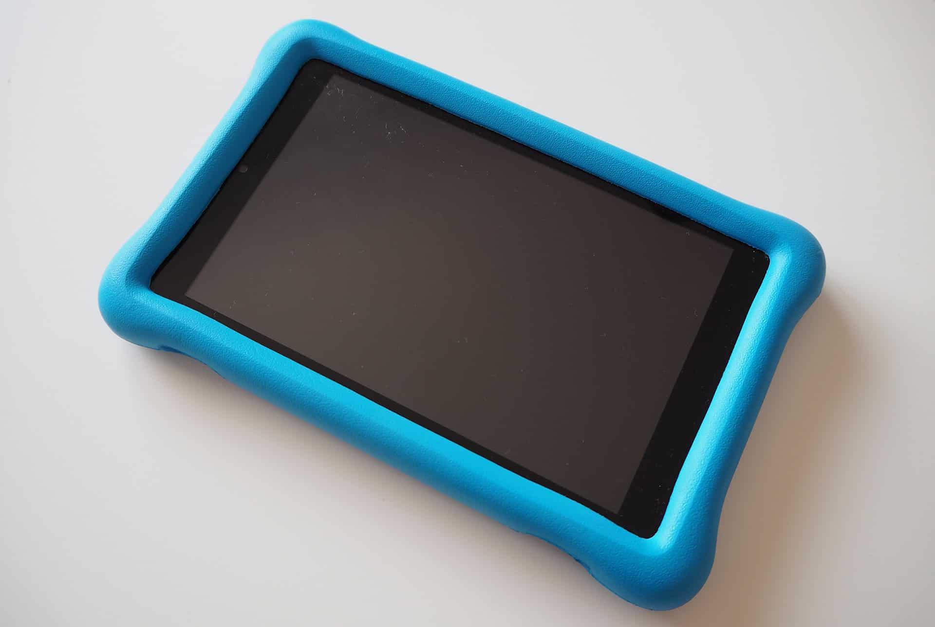 Das blaue Tablet Fire HD 8 Kids Edition für Kinder im Test