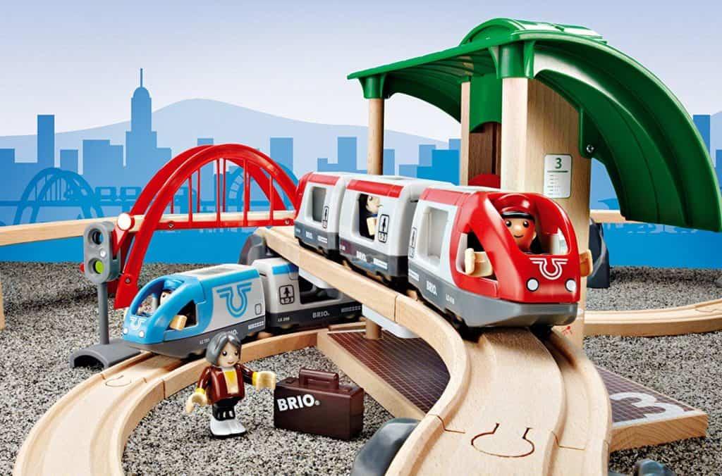 Das BRIO Eisenbahn-Set mit vielen Teilen