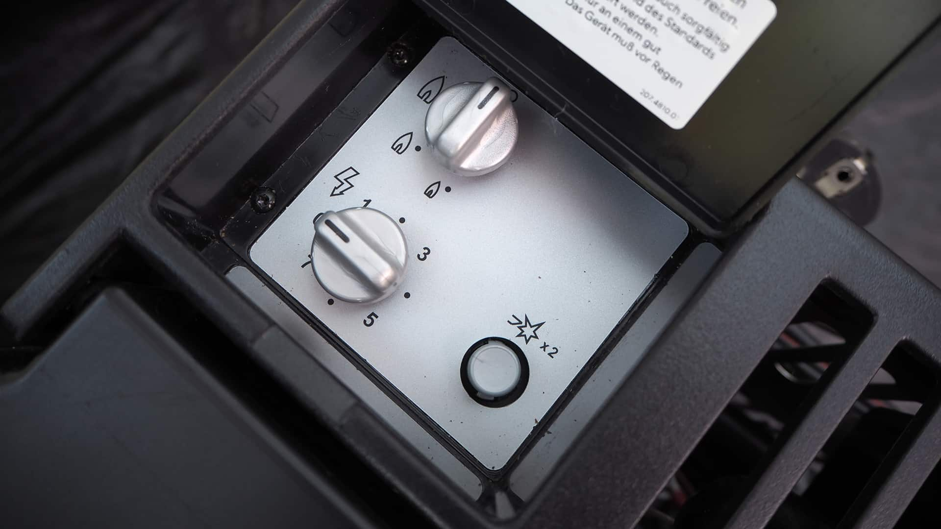 Die Bedieneinheit des Dometic CombiCool RC 2200 EGP mit Gas- oder Strombetrieb