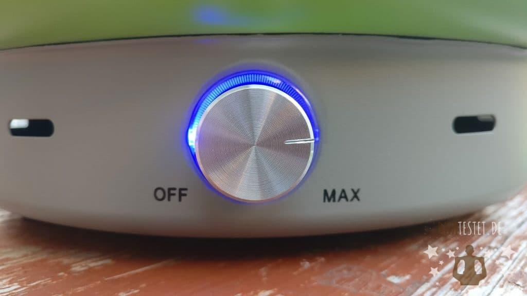 Der Drehregler mit blauen LED-Ring des Holzkohlegrill von Lidl
