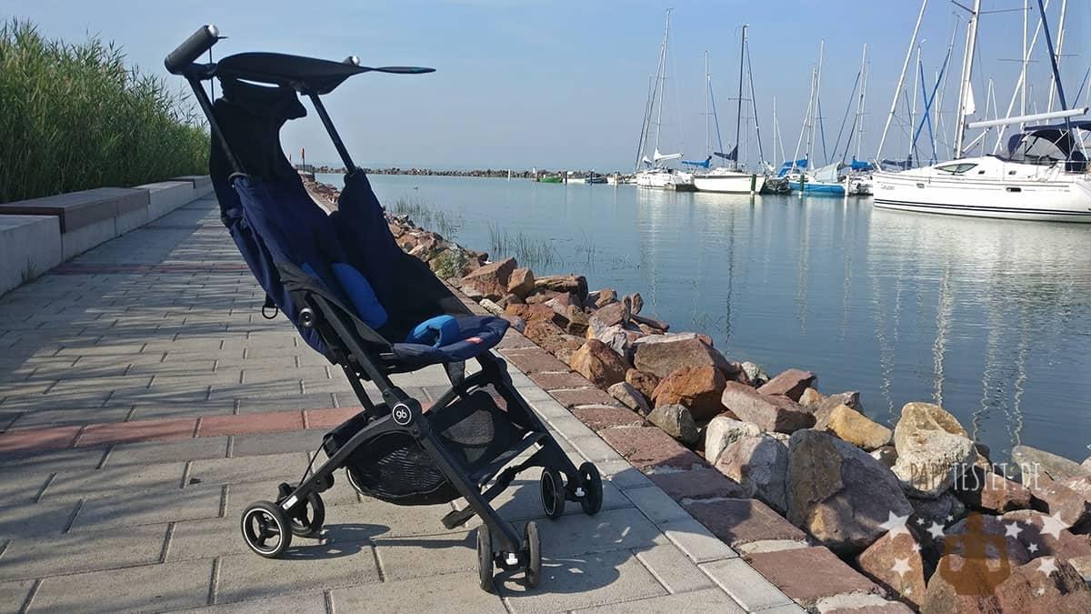 Der Reisebuggy gb Pockit Plus im Urlaubseinsatz am See