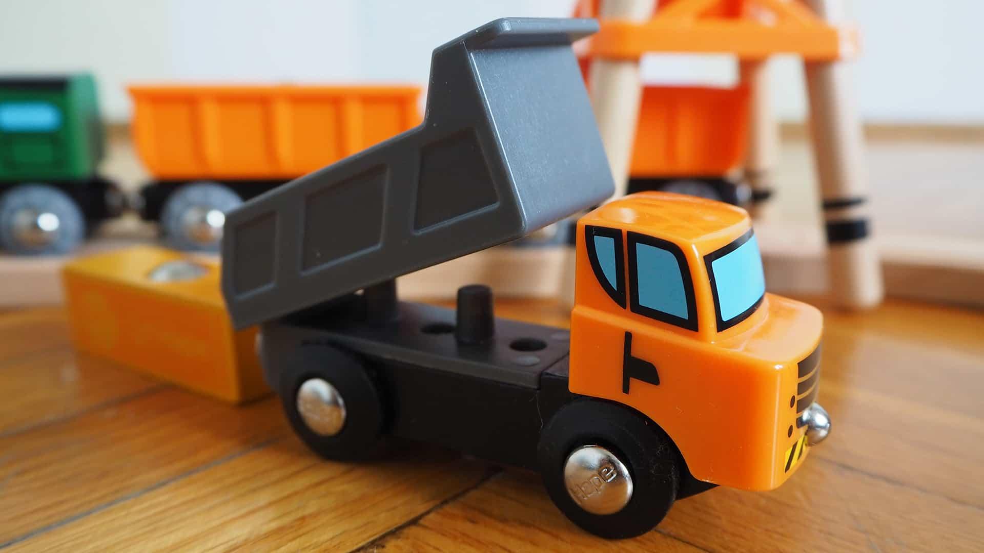 Der Lastwagen der Hape Eisenbahn