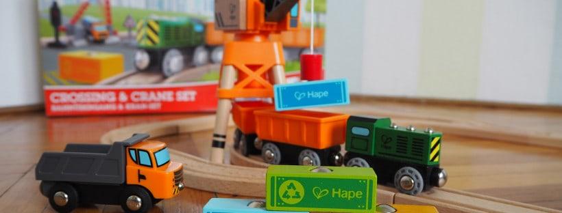 Das Hape Holzeisenbahn Set mit Kran