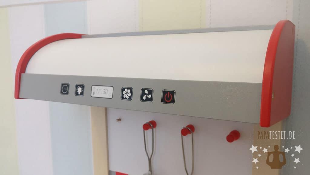 Die Dunstabzugshaube mit funktionslosen Tasten der Hape Spielküche