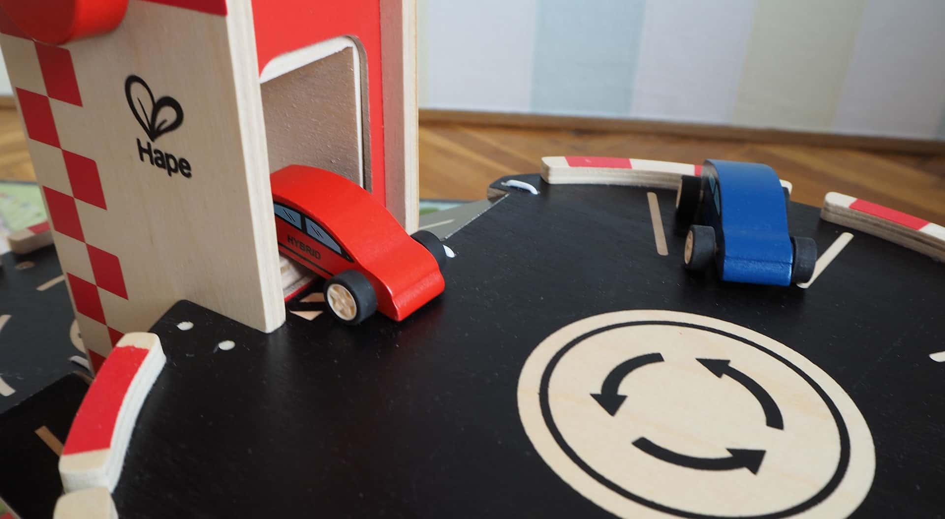 Der Aufzug des Hape Spielzeug Parkhaus