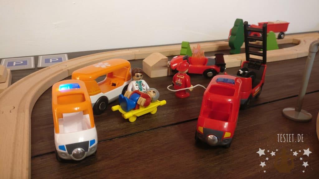 Holzeisenbahn Feuerwehr und Krankenwagen von Playtive