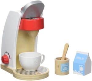Eine Kaffeemaschine für die Kinderküche als Zubehör