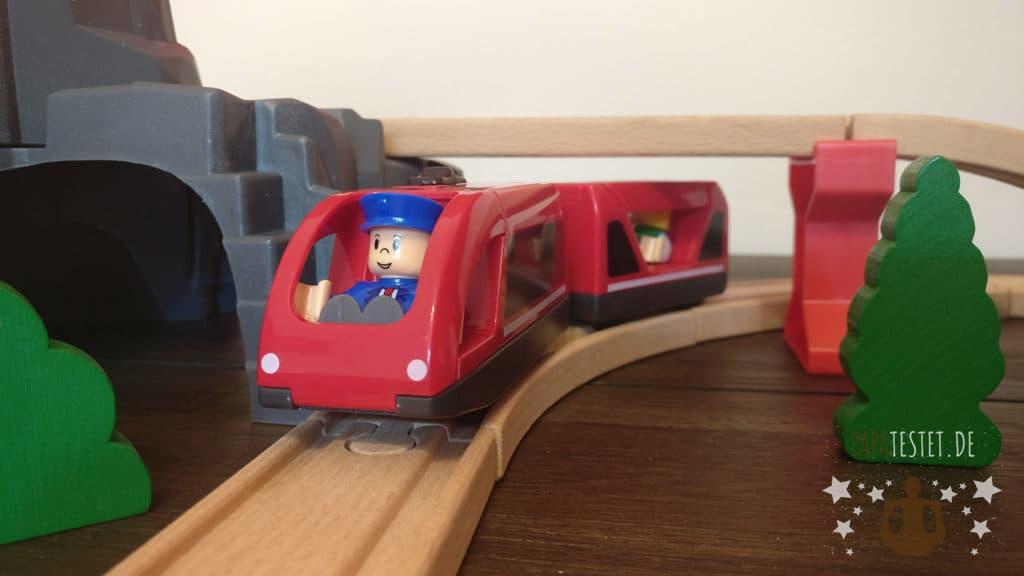 Die rote Batterielok aus der Playland Holzeisenbahn von Aldi