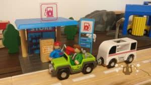 Die Tankstelle der Playtive Holzeisenbahn
