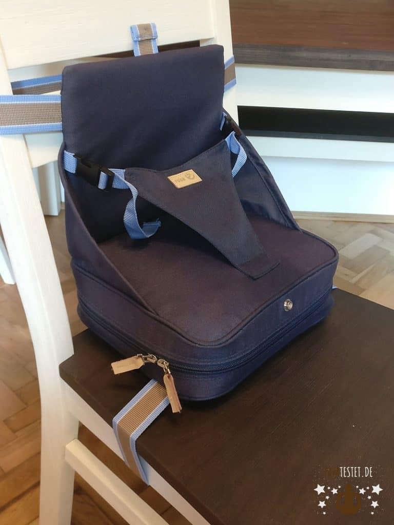 Der Roba Boosterstitz auf einem Stuhl befestigt